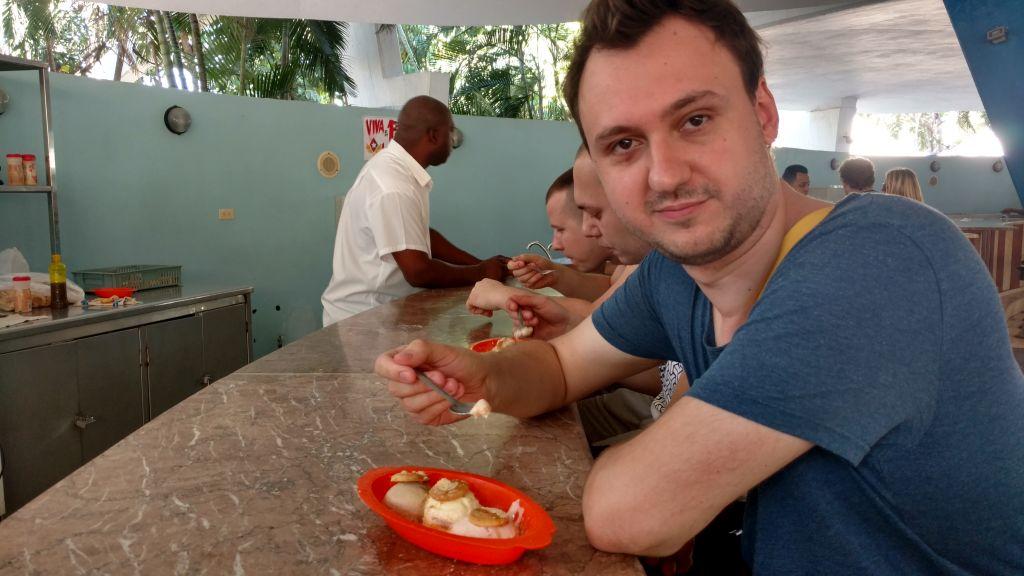 Helados - Podobno najlepsze lody podaje się w Coppelii w Hawanie. Ale można je kupić na głównyh deptakach chyba każdego miasteczka. Generalnie mocno rozwodnione.