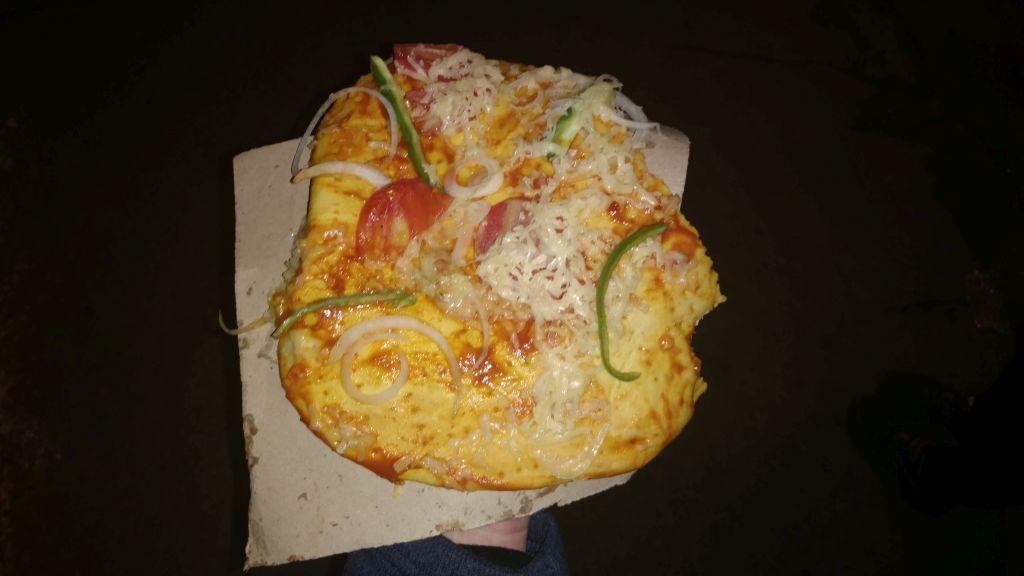Pizza - a raczej jej kubańska odmiana. Niewiele ma wspólnego z tą włoską. Ale warto spróbować. Nie zawojowała naszych podniebień.  Ale może dlatego, że mimo wszystko kubański ser nie przypadł nam do gustu. (bardzo tłusty)