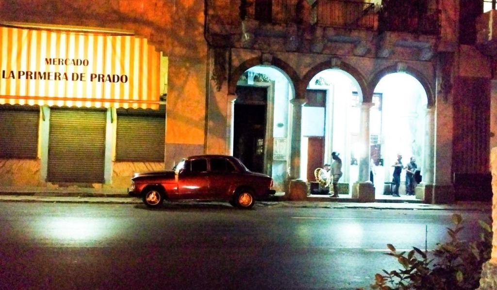 Domówka sylwestrowa przed domem przy Prado