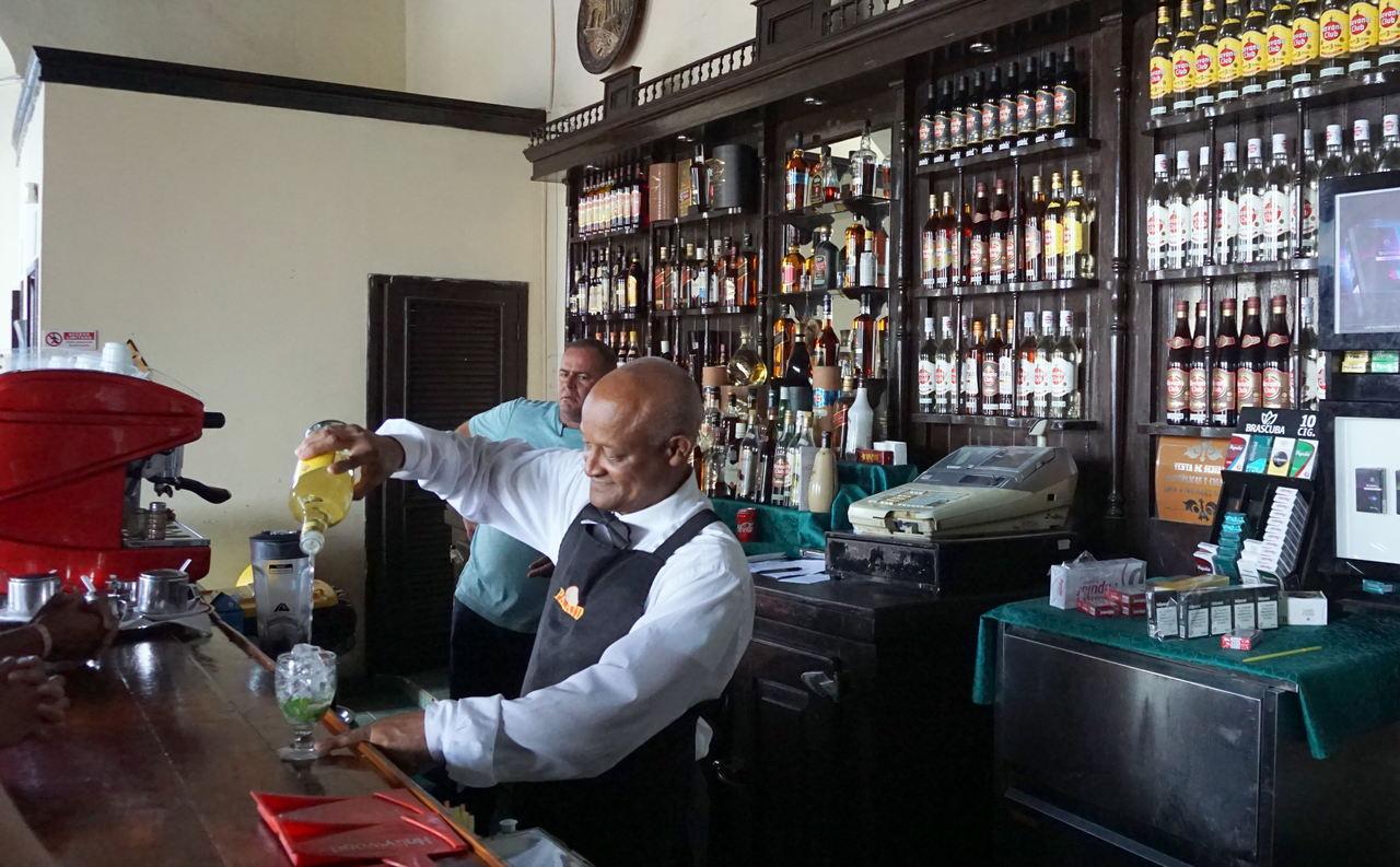 Bar El Palatino w Cienfuegos
