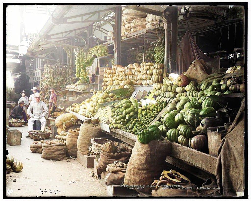 Stragan z warzywami w Mercado Tacón w Hawanie